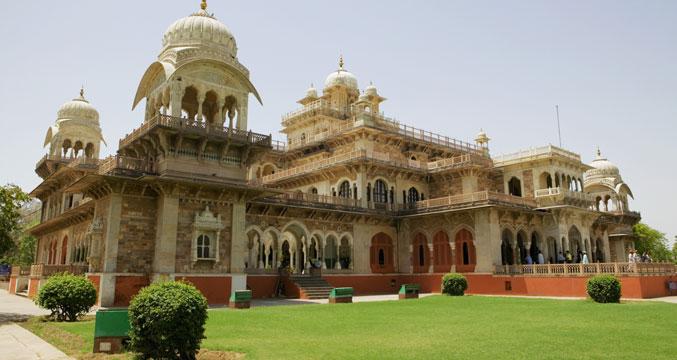 Hotel sarang palace rajasthan travel guide for Gardening tools jaipur